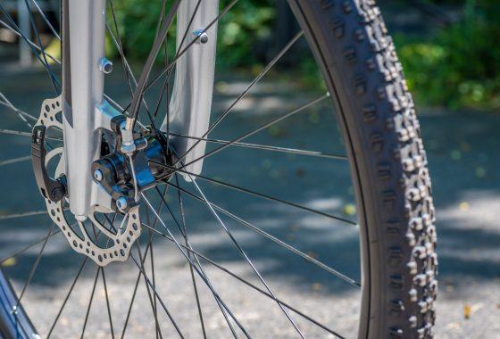 Comment réparer un pneu tubeless pour vélo de route ?