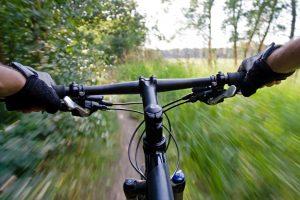 Read more about the article Comment pédaler plus vite et augmenter votre vitesse moyenne ?